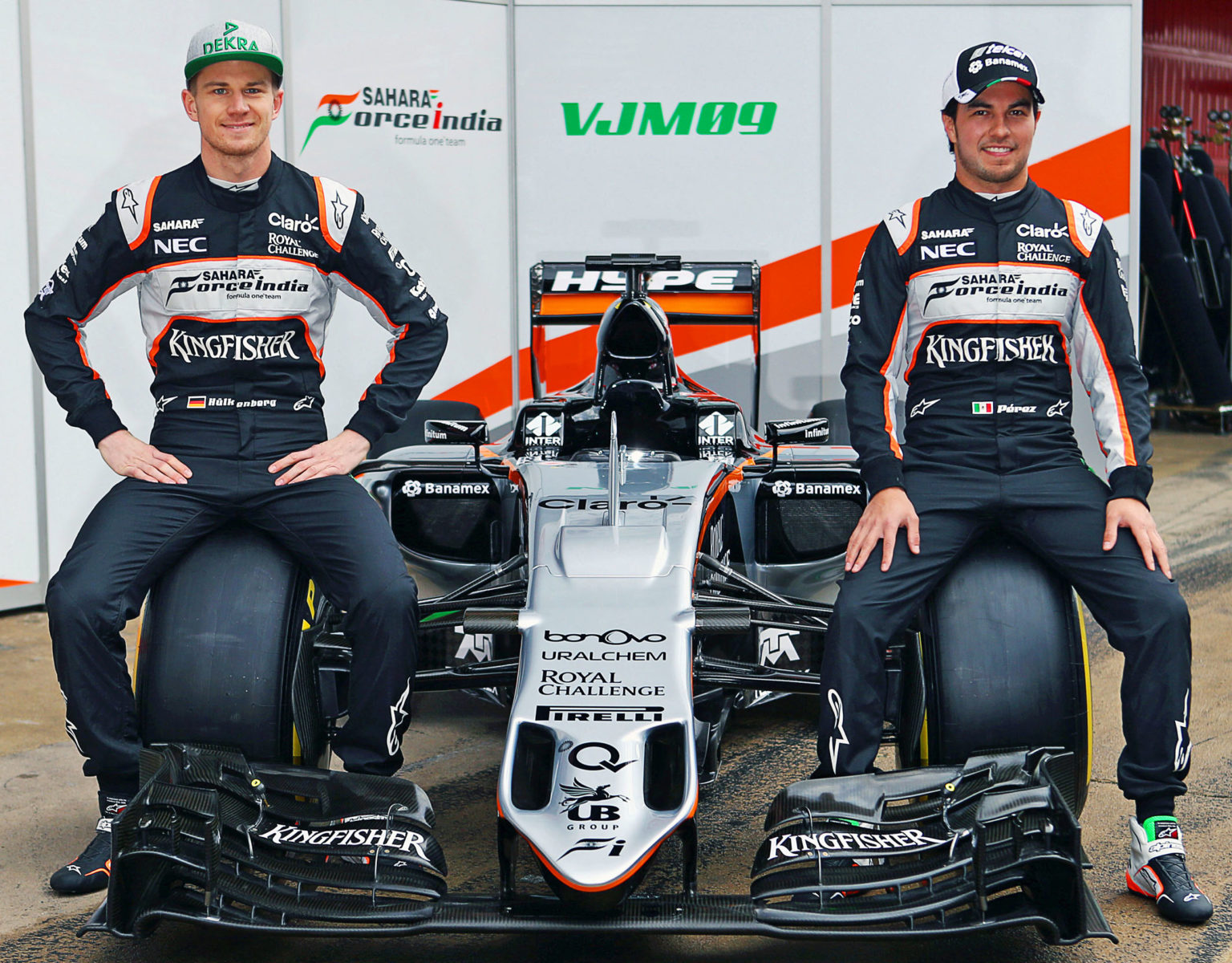 (L to R): Nico Hulkenberg (GER) Sahara Force India F1 and Sergio Perez (MEX) Sahara Force India F1 unveil the Sahara Force India F1 VJM09. Formula One Testing, Day 1, Monday 22nd February 2016. Barcelona, Spain.
