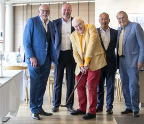 Cricket legend Blowers is good sport at lunch